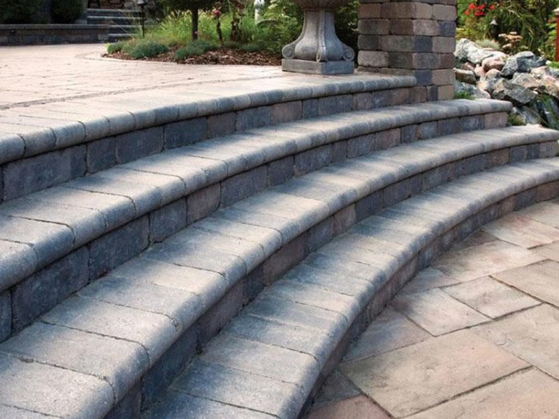 Retaining walls and Fullnose Coping in Mississauga
